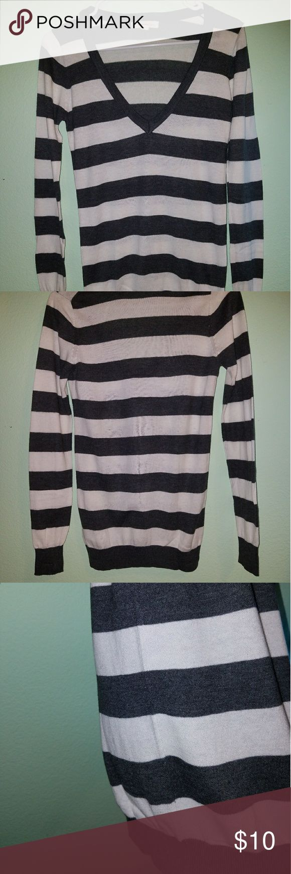 """✖ Gray&Cream Long Sleeve Top Long Sleeve Top ✖ Forever21 size S  ⚠ Good condition, BUT priced low because some of the fuzzies are bunching up (not noticeable when worn)  • The stripes are dark gray and a very light cream color (not pure white) • Only been worn a few times • The stripes are 1.5"""" thick • The side picture shows the horizontal stripes are completely lined up • Material is very thin and light weight  Shoulder Width: 14"""" Bust: 30"""" Shirt Length: 25"""" Sleeve Length: 25"""" Forever 21…"""