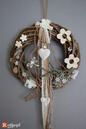 Haltbarer Türkranz aus Naturmaterialien, Weide, Kunstblüten, Holzblumen, Holzscheiben, verschiedene Bänder und einem romantischen Metallherz. Durchmesser ca. 30 cm - EINZELSTÜCK -