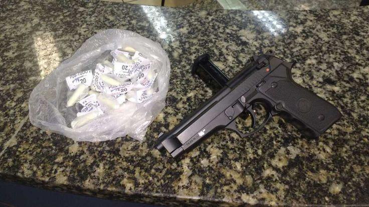 A pistola 9mm e a quantidade de drogas foram apreendidas e levadas para a 126ªDP (Cabo Frio)    #praiadosiqueira #cabofrio #facebairro #fb