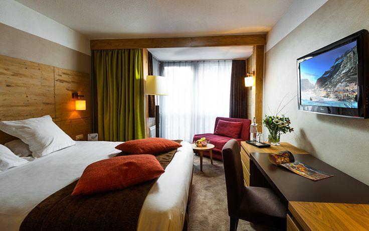 Lit king size dans la chambre Supérieure de l'hôtel L'Aigle des Neiges au Val d'Isère   #France #Alpes #Alps #Savoie #Hotel #Chambre #Bedroom