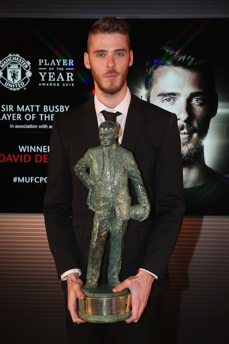 @manutd goalkeeper David De Gea won the Sir Matt Busby Player of the Year award for the third consecutive season in 2015/16.