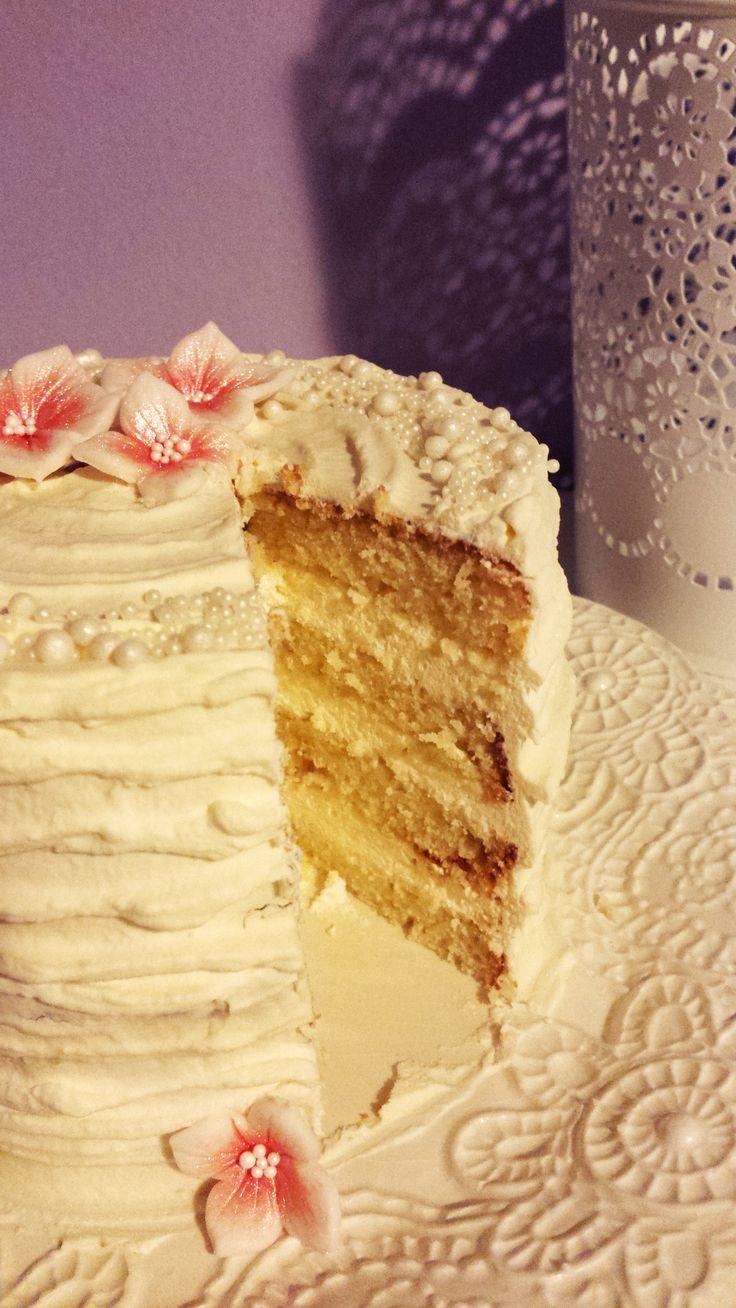 Vanilla cake with vanilla cream
