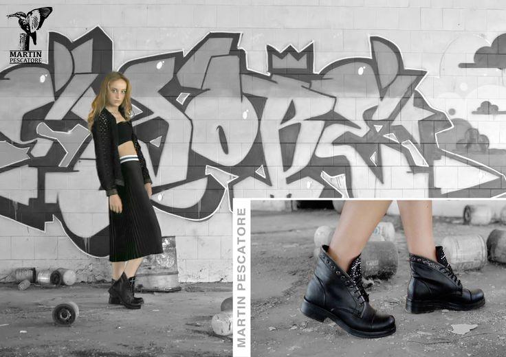 Anfibio nero con linguetta con strass Martin Pescatore. In eco pelle con taglio asimmetrico della tomaia effetto zip <3 #topfashion #ankleboot #fashionshoes #fashion #shoes #martinpitalia #martinpescatoreshoes