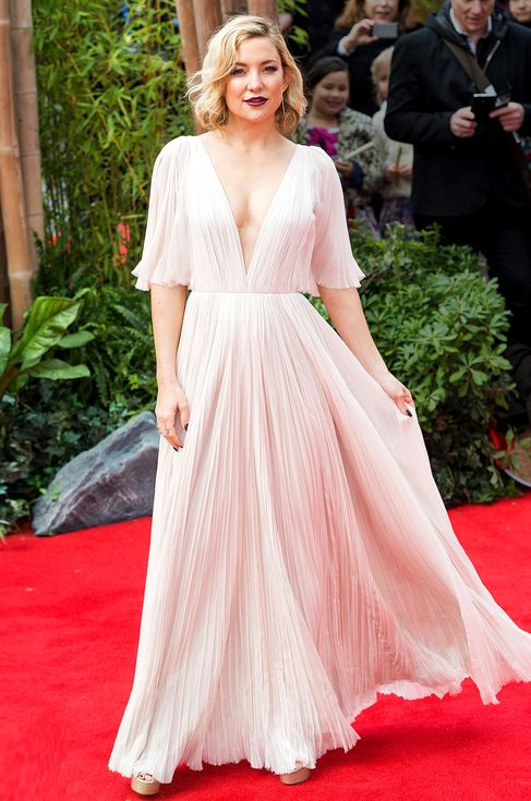 Kate Hudson in a flowy blush chiffon J. Mendel dress