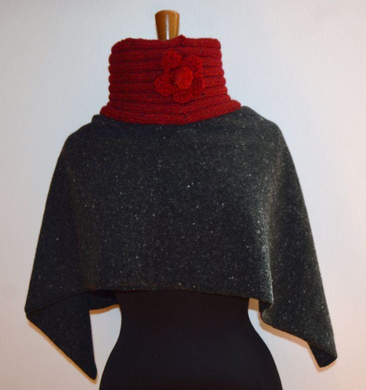 scaldacollo in lana bordeaux effettuato a maglia con fiorellino ad uncinetto