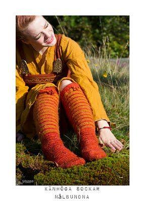Knähöga sockar, nålbundna, ie needlebound / nalbound knee-high socks, made by (and for sale) @ Idunas Hantverk {Iduna's Handicraft}  ~  Please see link for more info [in Swedish]!