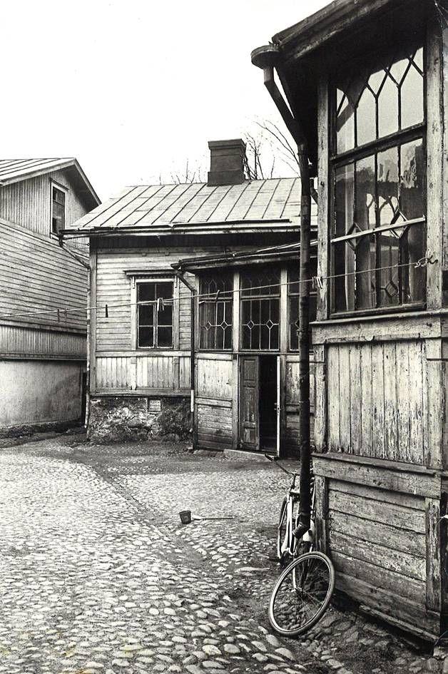 Lapinlahdenkadun varrella Helsingissä sijaitsevat puutalot puretaan lähitulevaisuudessa.