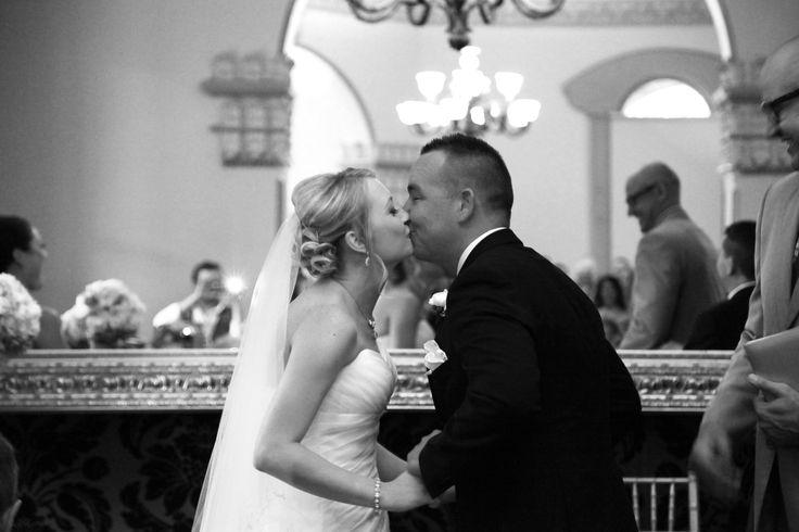 [ wedding photographer Sydney ] wedding kiss  l  Curzon Hall  l  bride  l  groom