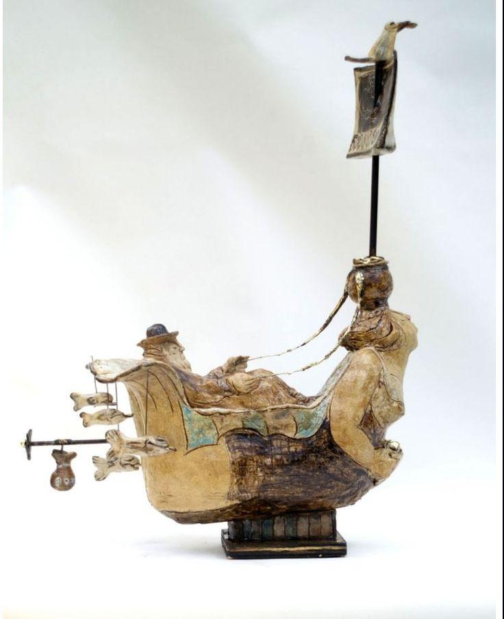 Керамические скульптуры Hermien Бойтендейк это мир нидерландского искусства. Кажется, что жизнь в эти искусных керамических скульптурах бурлит и пульсирует, и светится счастьем.  С юмором и двойным смыслом скульптор изображает людей и животных, и можно распознать улыбку художника.