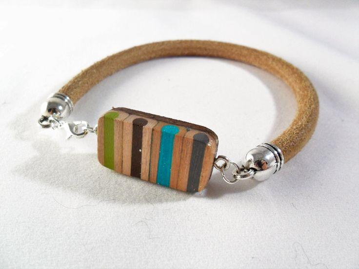 #leatherbraceletforman #forman #jewelsforman #pencilcolors #pencilcolorscharms #sripe #fashion #leather bracciale da uomo in pelle cuoio con matite colorate a righe di BluanneColorWood su Etsy