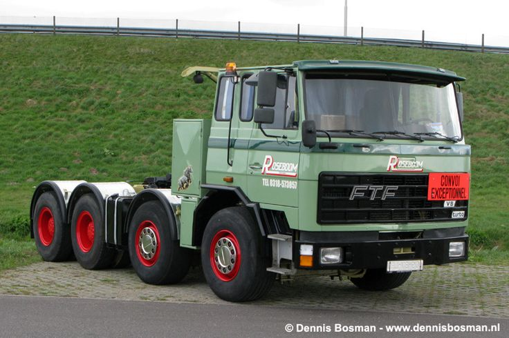 Vintage Dutch FTF truck in LEGO (scale 1:13)