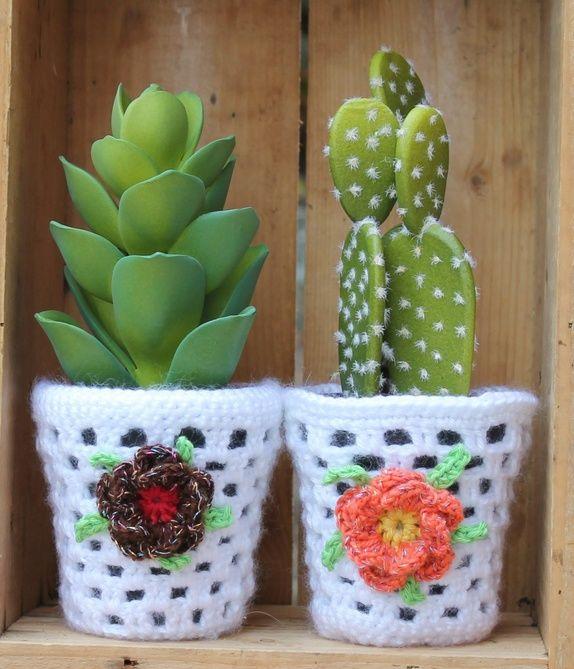 Heklet potteskjuler med kunstig kaktus