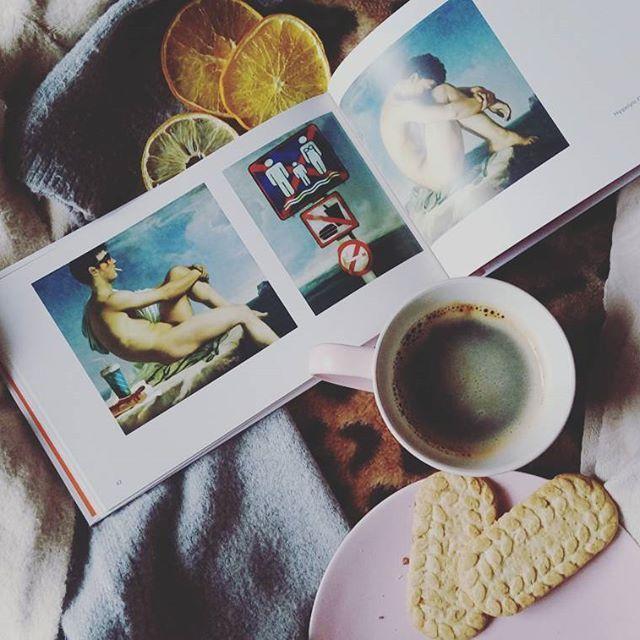 www.coffeebox.pl  #kawa #speciality #coffeebox #coffeeboxpl  #książka #prawdziwa #historia #sztuki #dzień #dobry #leniwy #poranek #coffee #lazy #morning #good #day  #cozy