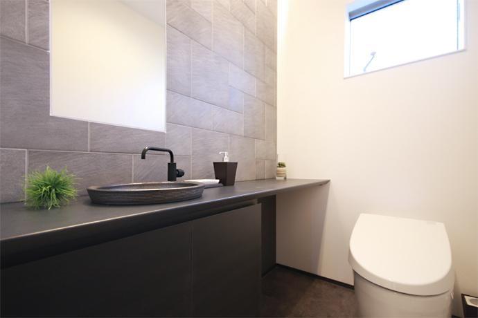 専門家:Kazuya  Ikezoiが手掛けた、トイレ(KK)の詳細ページ。新築戸建、リフォーム、リノベーションの事例多数、SUVACO(スバコ)