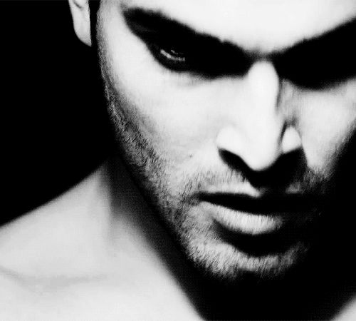 Tyler Hoechlin | 19 Lingering Gazes That Will Legit Make You Lose Your Train Of Thought