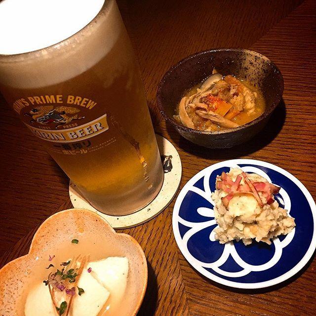 鶏焼肉の鶏ノ屋です。 本日、海の日🌊連休最終日です。 中目黒鶏ノ屋にてキンキンに冷えたビール🍺色鮮やか美味な料理でお待ちしております! . 前菜 皮付きポテトサラダ 軍鶏のトマト煮込み 寄せ豆腐の冷製あんかけ . 鶏ノ屋で有意義な時間を過ごしてみてはいかがでしょうか? それでは本日も乾杯といきましょう🍻🍻 .  東京都目黒区上目黒2-44-24 COMS中目黒I  3F 03-6452-3973 http://torinoya.jp/sp/index.html  #中目黒 #鶏ノ屋  #とりのや  #鶏焼き肉 #軍鶏 #地鶏 #肉 #鶏肉 #鶏料理 #鳥料理 #飲食店 #おしゃれ #酒 #達磨一家 #女子会  #接待  #奥久慈しゃも #グルメ #おいしい #美味しい  #記念日 #foodporn #yummy #目黒銀座商店街 #それでは本日も乾杯といきましょう #前菜 #海の日 #連休 #三連休