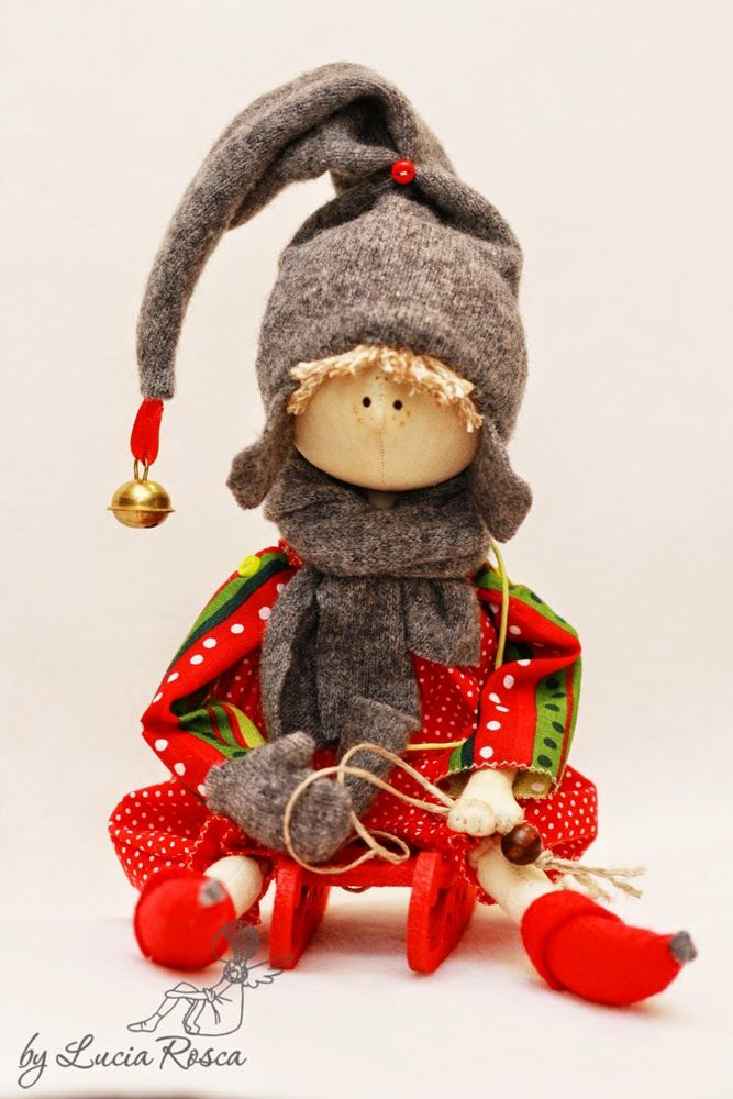 Скучно ей будет встречать Рождество   одной, подумала я и решила народить еще СердеШных дружочков;)      чтоб на санках с горки, гурьбой)...