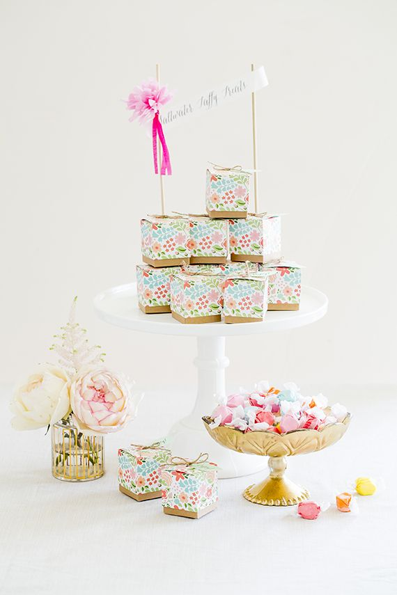 """""""Vintage Floral"""" Favor Box (100 Layer Cake's photo) Original Unit Price: As low as $0.80 Sale Price: $0.68 (15% off) Fill 'em up with your favorite candy, macarons, or local treat. http://favorcouture.theaspenshops.com/vintage-floral-favor-box.html"""
