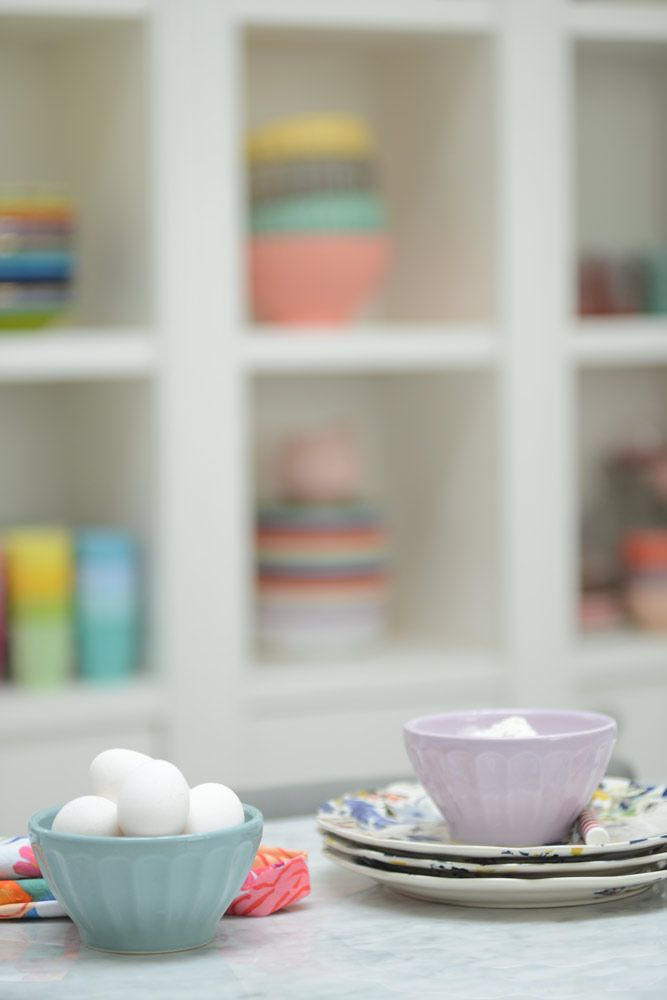 Cocina pastel   Revista Tigris #kitchen#cocina#kitchenlovers#kitchensofinstagram#kitchensofpinterest #kitchendesign #revistatigris #tigrison#eidicoencasa #eidico #vivieidico Chen, Kit, Tableware, Design, Deco Cuisine, Pots, Thinking About You, Journals, Argentina