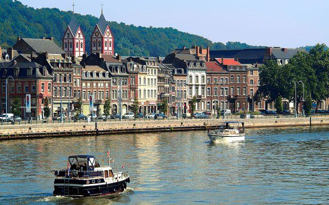 Luik is de stad waar voor het eerst gevochten werd tijdens WOI, ze werden belaagd door het Duitse leger terwijl zei neutraal waren. De Belgen waren woest en sommigen vluchtten zelfs naar Nederland. Engeland schoot later België te hulp door hun troepen er naartoe te sturen.