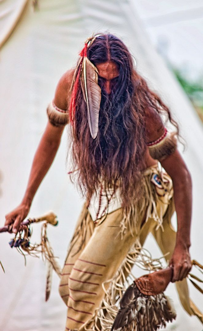 Lakota Sioux Hunting Dance. Absolutely love this, love his hair.