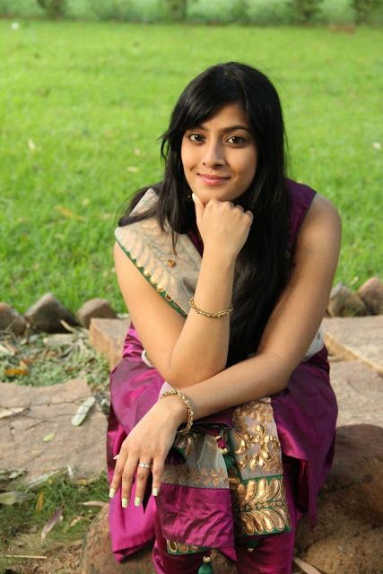 Tamil Actress Varalakshmi Sarathkumar fashion   tamil ...