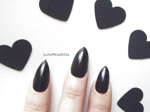 black stiletto fake nails halloween  n. 20 pointy almond fake nails in clear acrylic material in 10 different sizes painted with black nail