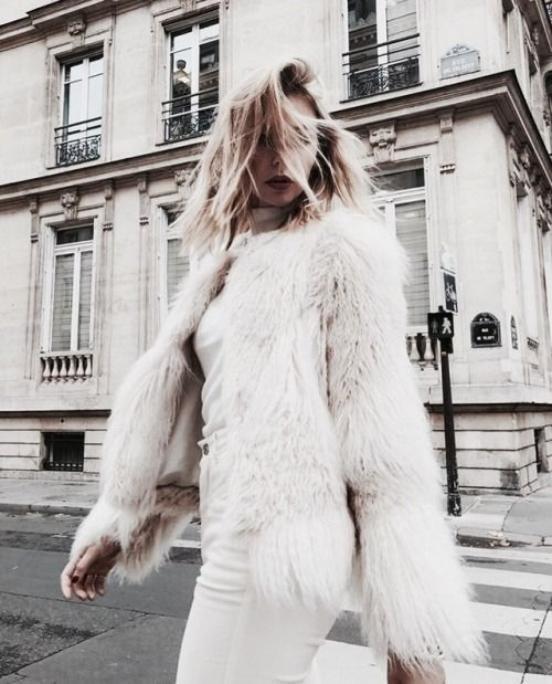 white winter outfit for women, chic winter outfit for young women