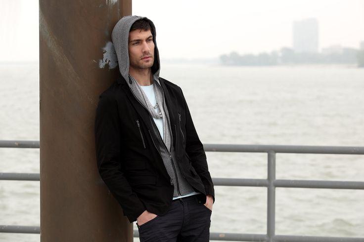 Travis Vulich by Robert Beczarski (2011) #TravisVulich #RobertBeczarski #malemodel #model #FordModels #FordModels_Chi #hoodie