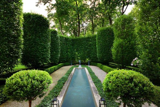 A Lake Bluff, Illinois, estate features gardens inspired by Versailles.