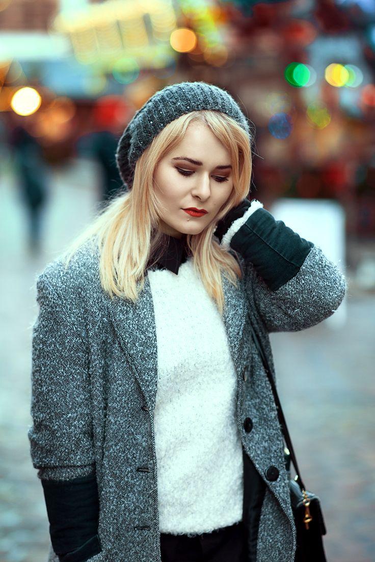 Christina Key trägt gerne einen übergroßen Mantel und kombiniert dazu Overknees