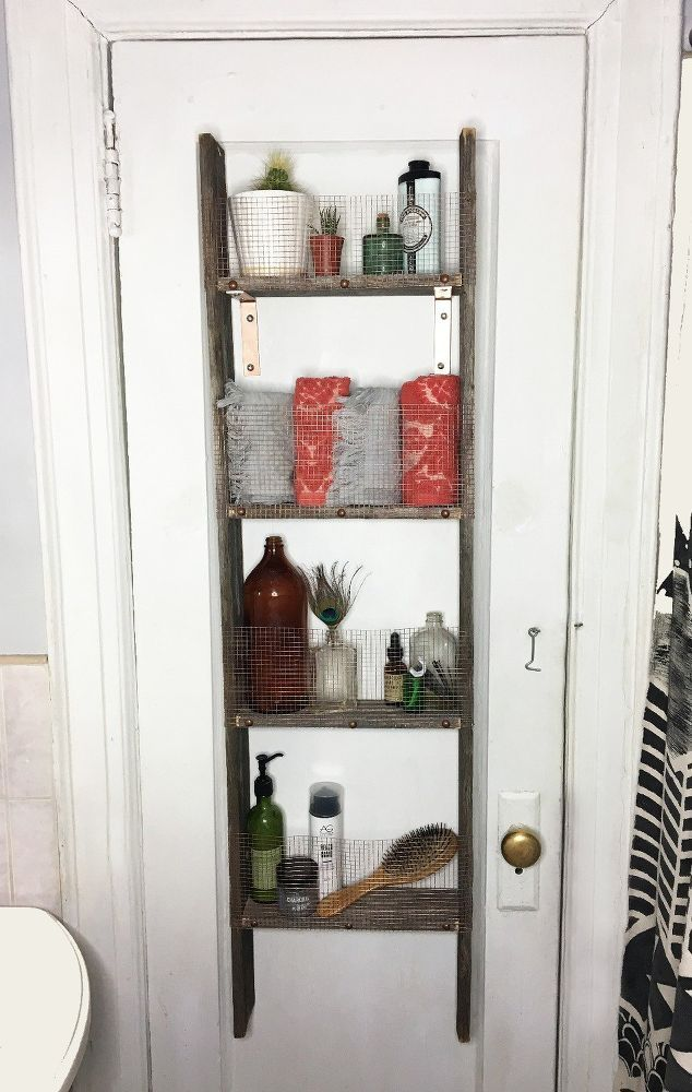 She nails an old ladder to the back of her door & this bathroom idea is genius!