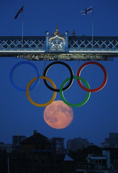 Full moon and Olympic Rings (Reuters)