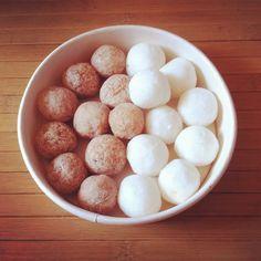 Voici la version choco coco des shampoings solides, toujours aussi efficaces!    Recette de base :  Sodium coco sulfate : 80% Beurre végétal : 10% (beurre de cacao ici pour la version choco, huile de coco pour la ...