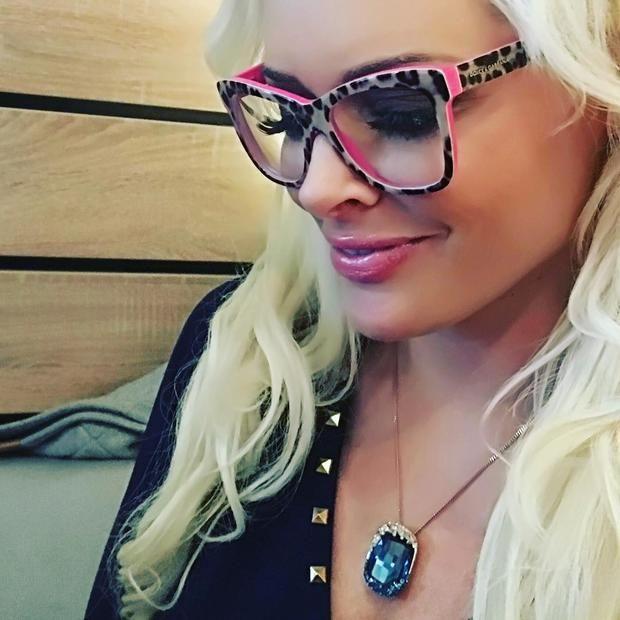 Daniela Katzenberger mit Brille