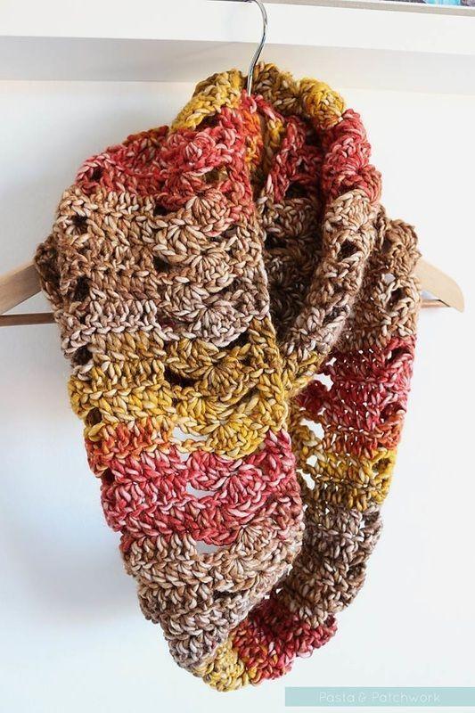 A Fan of Fall - Free Crochet Cowl Pattern - Pasta & Patchwork ༺✿ƬⱤღ  https://www.pinterest.com/teretegui/✿༻
