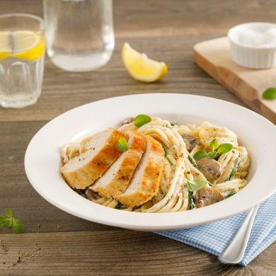 Linguines Alfredo au poulet, champignons et épinards - Soupers de semaine - Recettes 5-15 - Recettes express 5/15 - Pratico Pratique
