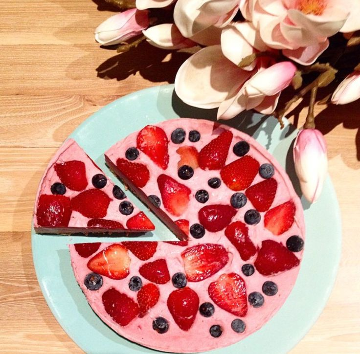 Dairy free, sugar free, gluten free berry raw cake