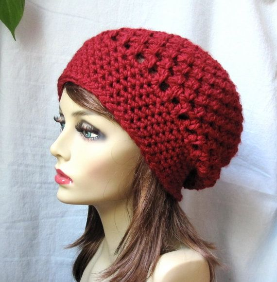 Hermoso sombrero boina, niñas, adolescentes o mujeres. Rojo oscuro (mostrado). Grueso. Ganchillo con hilado de acrílico muy suave, espeso,