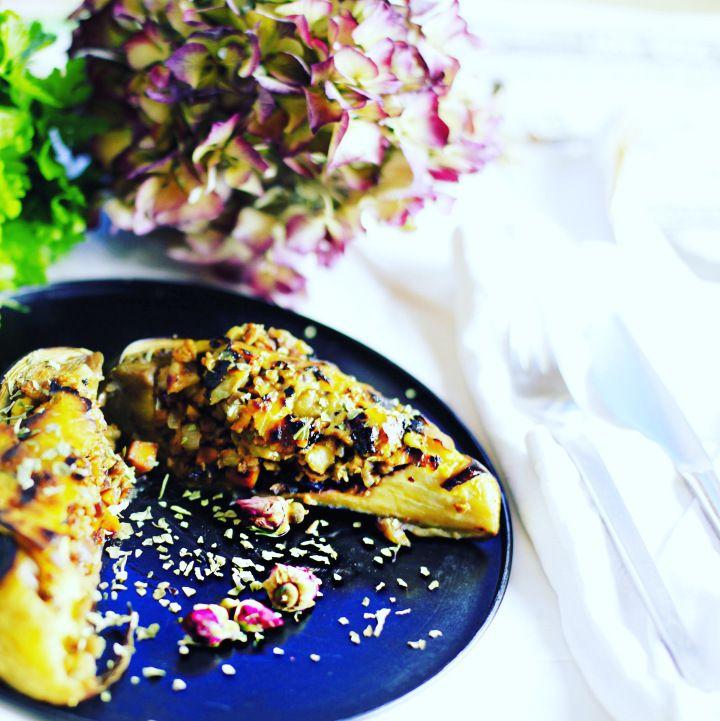 Ab und zu sammeln sich ja hier und da ein paar übriggebliebene Kleinigkeiten an: Pilze, Zucchini und Brokkoli von der Gemüsepfanne, gebratener Tofu, Quinoa von einem Salat und brauner Reis von eine…