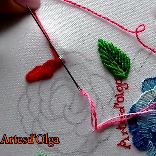Mira cómo bordar rosas en puntada festón. Hand Embroidery Patterns Free, Hand Embroidery Patterns Flowers, Ribbon Embroidery Tutorial, Basic Embroidery Stitches, Hand Embroidery Videos, Embroidery Flowers Pattern, Creative Embroidery, Simple Embroidery, Crewel Embroidery