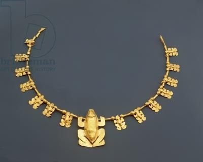 Colombia | Quimbaya necklace with frogs, pre columbian. Hammered gold