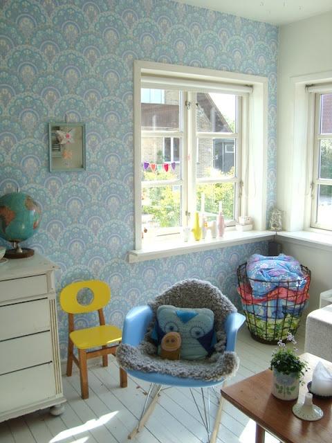 via mor til merneeWall Paper, Blue Wall, Kids Room, Kidsroom, Kid Rooms, Baby Girls Room, Www Kidsmopolitan Com, Childs Bedroom, Accent Wall