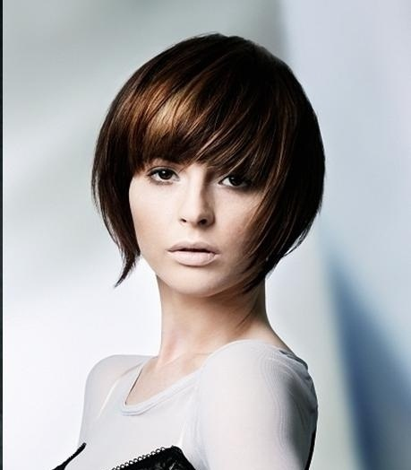 Latest And Popular Medium Length Hairstyles For Girls