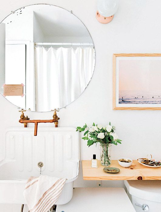 Bathroom Decor In Renovated Austin, Texas Bungalow / Sfgirlbybay