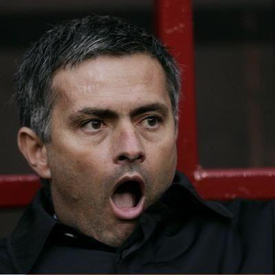 Trener Chelsea Londyn otworzył szeroko usta • Jose Mourinho chciałby dostać coś do dzioba • Wejdź i zobacz śmieszny obrazek Mou >> #mourinho #football #soccer #sports #pilkanozna #funny