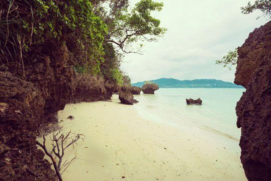 Les plages d'Ishigaki au Japon. http://www.vogue.fr/joaillerie/portrait/diaporama/rencontre-avec-la-creatrice-de-bijoux-marie-helene-de-taillac/19973/image/1042444#!plages-ichigaki-japon