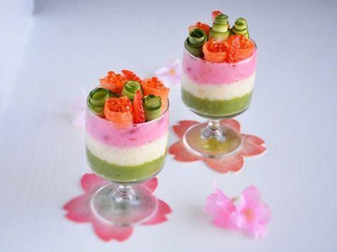 デザートのような見た目のおしゃれなポテトサラダは、ひな祭りのお祝いにピッタリ!電子レンジ可の耐熱袋と麺棒を使えば、ブレンダー不要。洗い物も少なく、グラスにも詰めやすいです。