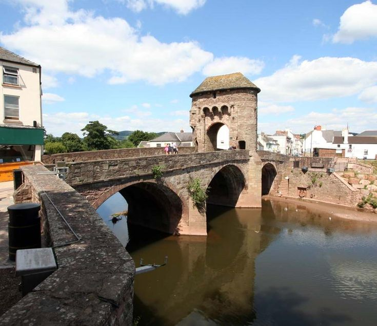 Monnow Bridge is the sole remaining mediaeval fortified river bridge in Britain where the gate tower stands actually on the bridge.