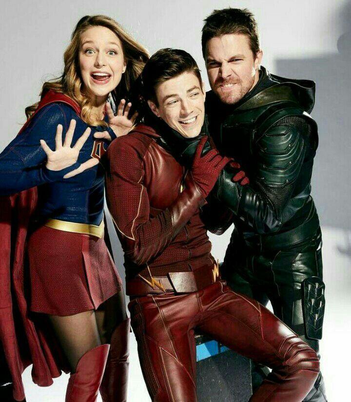 Fotos Flarrow Olivarry Supergirl Flash Y Arrow Series De Superheroes Arrow Personajes Flash Heroe
